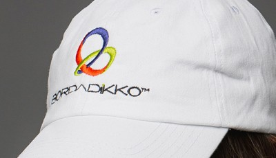 sublimacion en gorra de buena calidad plastikko bordadikko