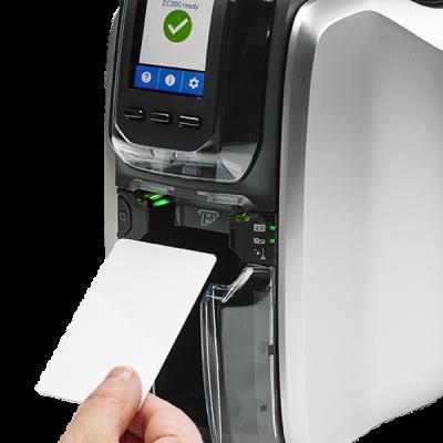 plastikko ofrece impresora de tarjetas modelo zc300 zebra de prueba