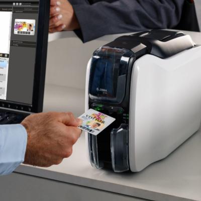 plastikko ofrece impresora de tarjetas zc 100